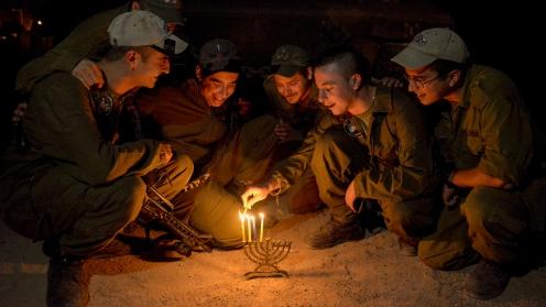 israeli-soldiers-hanukkah-menorah.jpg